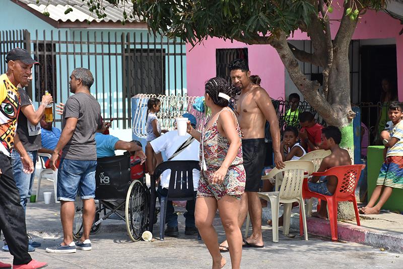 la vida es un carnaval 4 Asi se vive el carnaval en el barrio El Bosque con los vecinos de Jose y Katerine