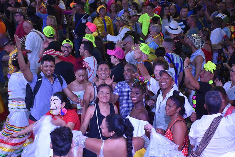 la vida es un carnaval 9 Rueda de cumbia noche de Tambo.